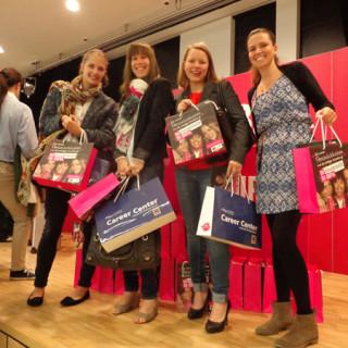 4 Frauen halten Tasche von Bipa