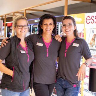 3 Mitarbeiterinnen der Filiale 3375 am Flughafen Wien in der Filiale
